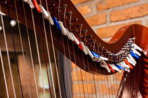 haakjes harp stemmen